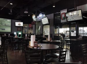 woodys-frisco-dining-area