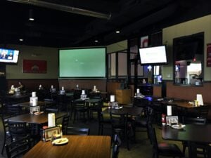 woodys-frisco-dining-room