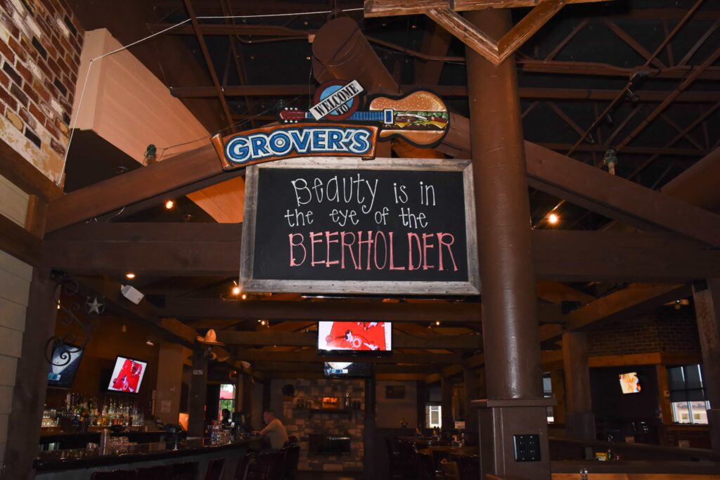 052316 Grovers Grill Bar 21