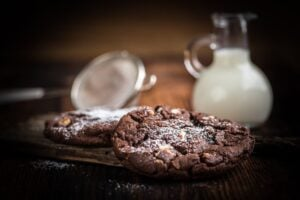chocolate-cookies-milk