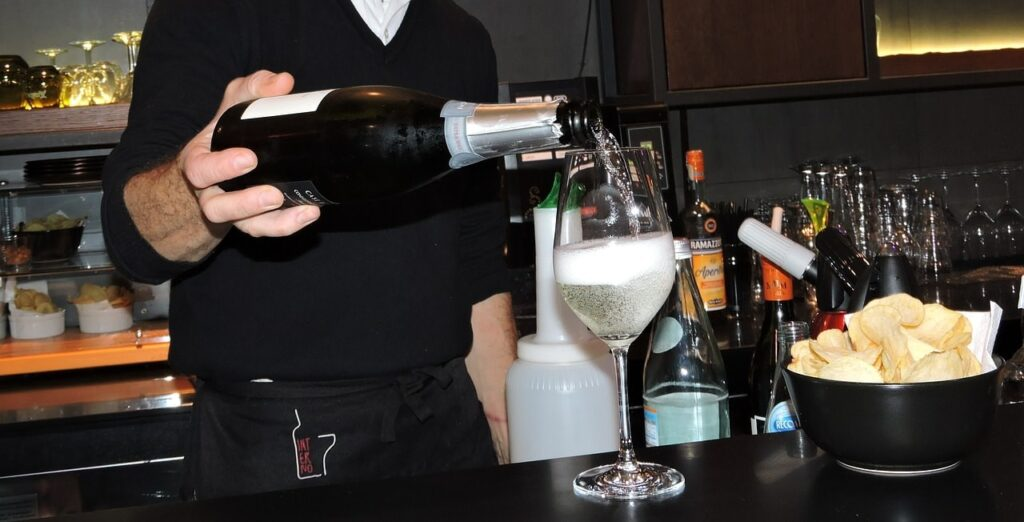 pouring-champagne