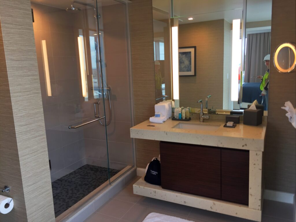 Omni Hotel Frisco - Plaza Suite bath