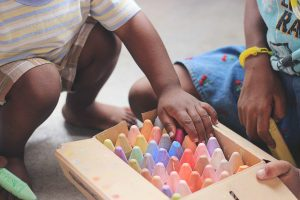 play kids chalk